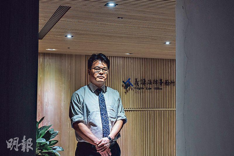 協助香港赴台示威者申請簽證延期或留台簽證的義務律師林俊宏表示,執政黨更替或會影響「往後的申請」,律師團隊現正積極盡快處理所有申請個案。(馮凱鍵攝)