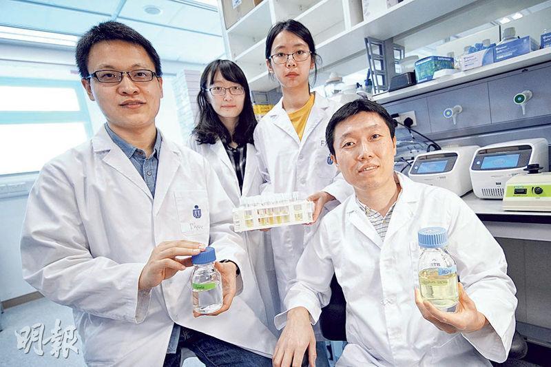 科大海洋科學系副教授曾慶璐(右一)的研究團隊首次發現病毒有晝夜節律,為研製抗病毒藥物提供新見解。研究成果於科學期刊《美國國家科學院院刊》發表,旁為論文的第一作者劉日月(左一)。