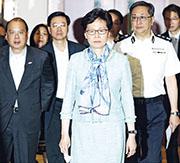 特首林鄭月娥(中)於7月2日凌晨,就七一立法會衝擊事件見記者,政府新聞處的答問內容稿件沒載列部分提問。