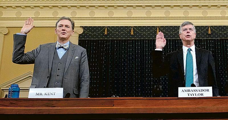 管轄範圍包括烏克蘭的美國歐洲與歐亞事務副助理國務卿肯特(左)和駐烏克蘭署理大使泰勒(右)周三到眾議院情報委員會宣誓作證。(路透社)