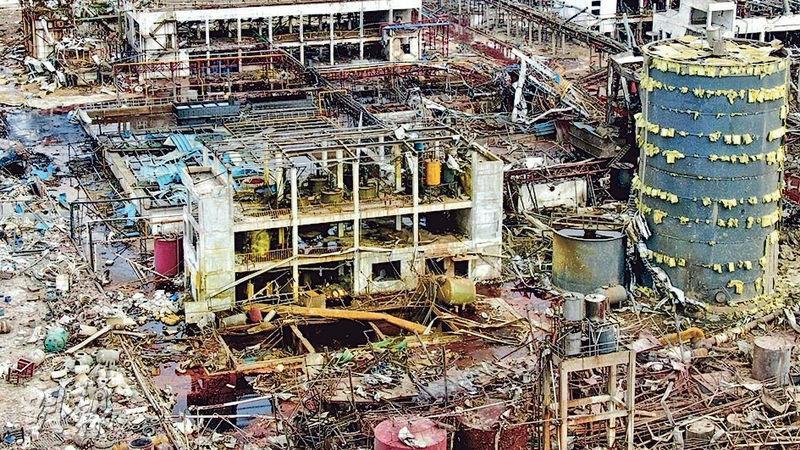 江蘇響水化工廠3月發生大爆炸,導致78人死亡,現場如同廢墟;當局昨公布調查結果,兩名副省長受處分。(資料圖片)