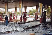 伊朗德黑蘭附近城市埃斯蘭夏爾一個油站周日有被燒過的痕迹。(法新社)
