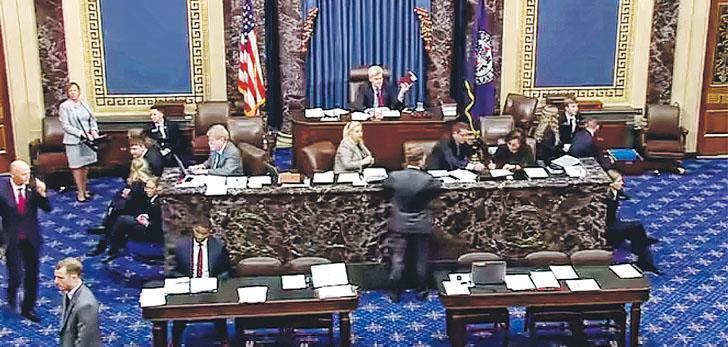 美國參議院周二宣布在「熱線」機制下一致通過《香港人權與民主法案》,下一步需要與眾議院協商統一法案文本,再交由總統特朗普簽署。(美國參議院直播片段截圖)