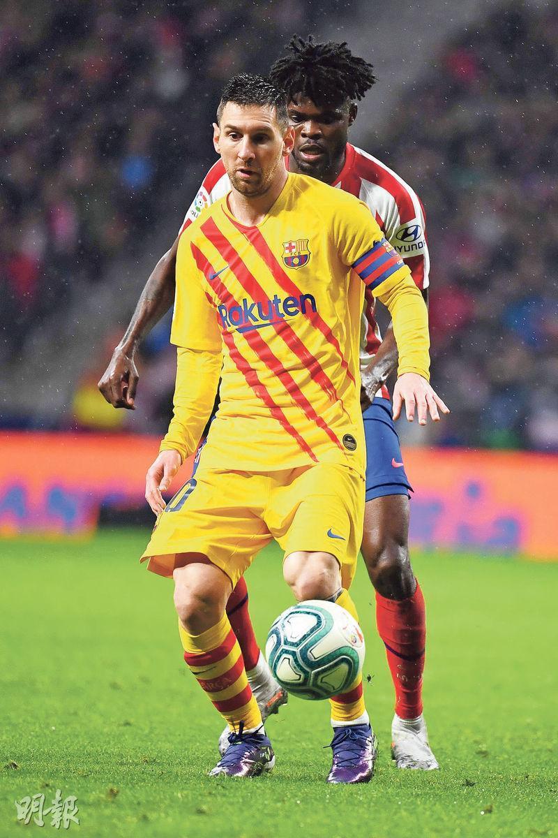 巴塞隆拿球星美斯(前)今季西甲上陣9場入9球,暫少領前射手榜皇家馬德里的賓施馬1球。(法新社)