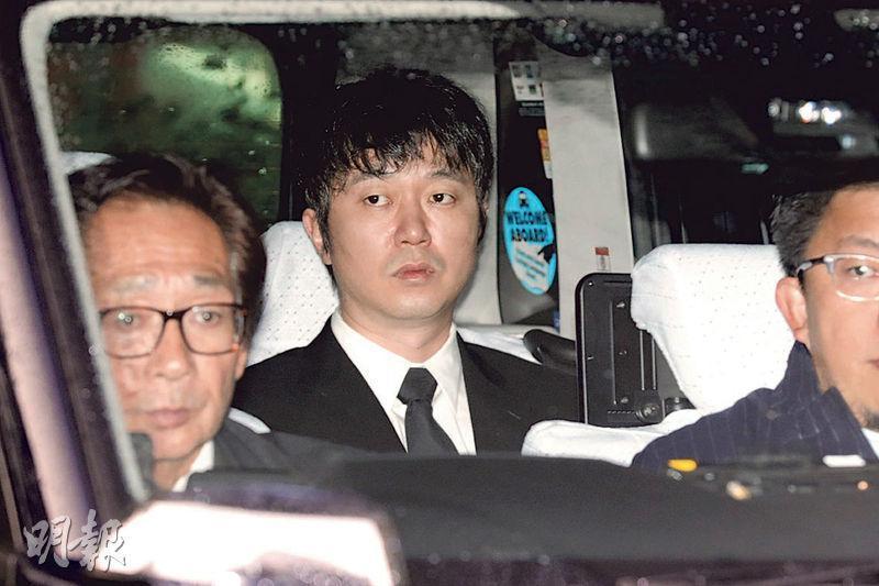 新井浩文(中)昨日出庭,驚聞性侵罪成判囚5年,立即上訴並要求保釋。