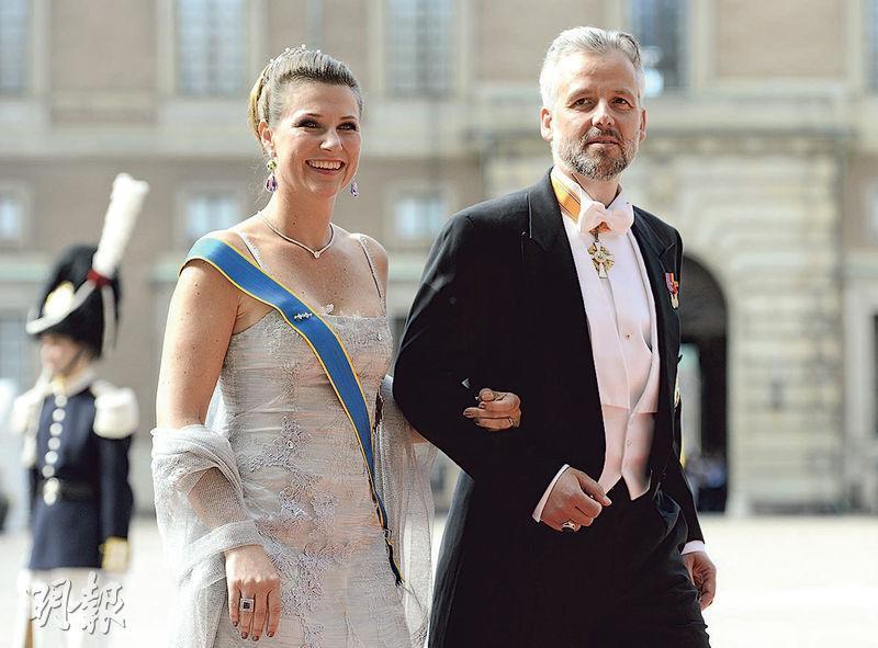 挪威公主馬莎(左)2002年跟貝恩(右)結婚,並育有3名女兒,但他們最終在2017年離婚。貝恩曾出書表示,離婚令他感到恐懼。(網上圖片)