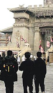 香港教師會李興貴中學上月尾的武漢交流團,學生到訪三國赤壁古戰場(圖),亦有參觀武漢大學附屬外語學校圖書館等。校方強調沒到街市等地方。(學校提供)