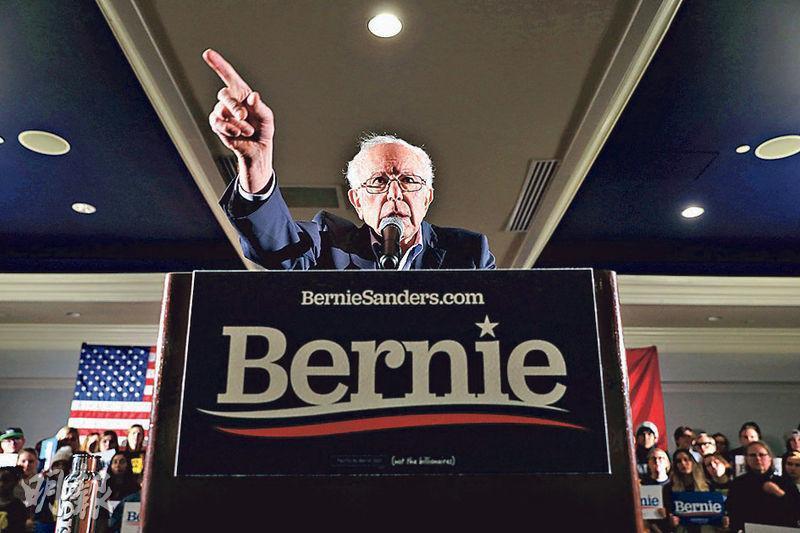 美國民主黨內熱門總統參選人桑德斯被揭曾對黨內對手沃倫說「不信女人能當選總統」的話,近日受到抨擊。圖為桑德斯周日出席艾奧瓦一個集會。(路透社)