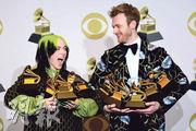 Billie Eilish(左)與胞兄Finneas O'Connell(右)自爆在睡房內錄製專輯,藉此鼓勵其他年輕歌手繼續追夢。(法新社)