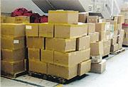 機場空郵中心有大量郵件未派遞。(機場員工提供)