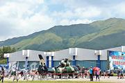 香港友好協進會會長唐英年提出多項抗疫建議,包括增設隔離檢疫中心,如考慮使用部分石崗軍營。圖為2013年駐港部隊「軍營開放日」活動的情况。(資料圖片)