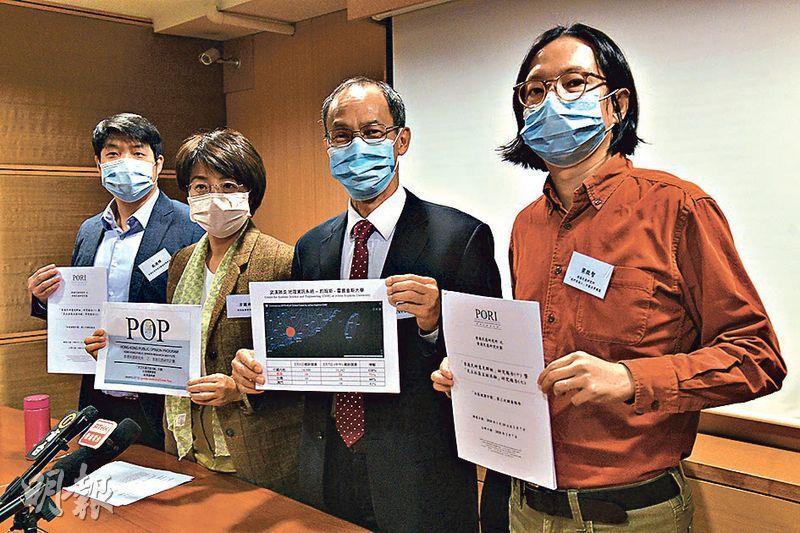 香港民意研究所昨公布調查,發現53%受訪者的口罩儲備只有兩周或以下,梁啟智(右一)提醒政府應付口罩供應短缺的時間有限。(林靄怡攝)