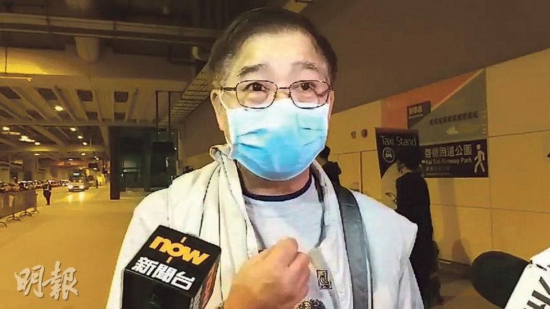 乘客林先生批評政府無能,他說郵輪抵港首日衛生署人員已登船為乘客量度體溫,結果全部都無發燒,「唔知點解要困我哋幾多日」才可下船。(伍浦鋒攝)
