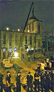 夏寶龍任浙江省委書記期間,省內有多家教堂、十字架被清拆,不少都於半夜動手,時有信徒抵抗,釀成流血衝突。(網上圖片)