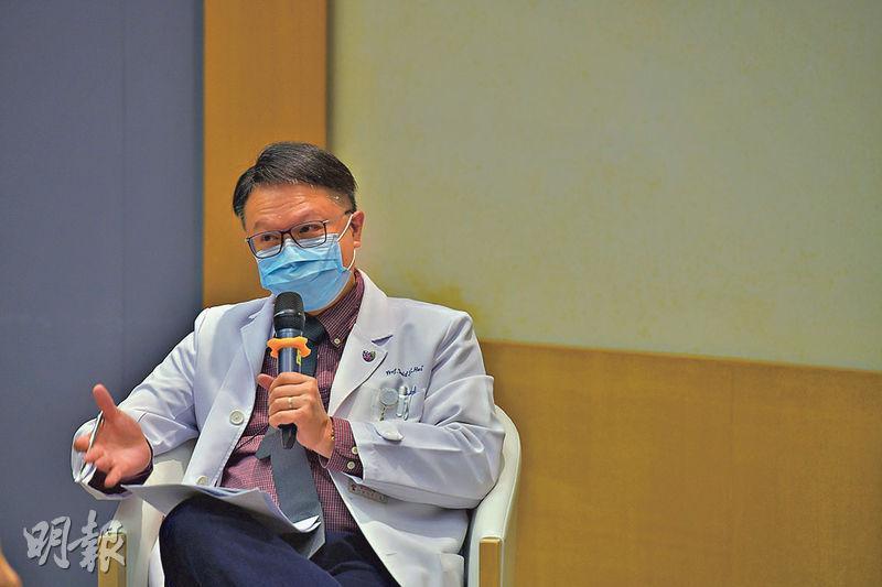 中大醫學院內科及藥物治療學系系主任許樹昌(圖)建議,家庭醫生可為持續發燒或有呼吸道感染症狀的病人驗血,他相信此方法有助及早找出潛在患者。(黃志東攝)