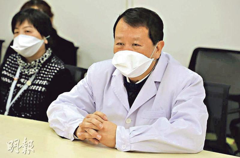 港資武漢亞心總醫院董事長謝俊明(圖左)表示,現時武漢市內醫療保護物資緊張,醫院的裝備存量維持在2至3日水平,要不斷從各方搜尋補給。(受訪者提供)