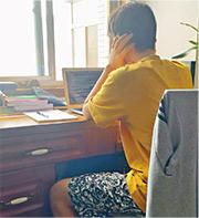 李女士兒子(圖)於澳洲讀中學,因武漢封城滯留當地逾月,已錯過開學時間,她擔心若再滯留兒子會錯過整個學期。(受訪者提供)