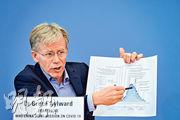 世衛組織高級顧問艾爾沃德25日在日內瓦召開的記者會中,說明中國新冠肺炎疫情爆發情况。(法新社)