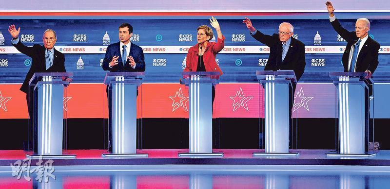 美國民主黨總統參選人彭博(左起)、布蒂吉格、沃倫、桑德斯和拜登,周二在南卡州出席辯論。(法新社)