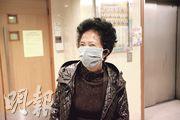 有老婦昨午到東華三院香港西區婦女福利會護養安老院探望兄長,但安老院暫停探訪故「摸門釘」,她說職員勤清潔,環境乾淨。(伍浦鋒攝)