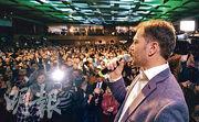 46歲馬托維奇領導「普通人及獨立人格」贏得斯洛伐克國會選舉。圖為他上周六選舉當天向支持者發言。(法新社)