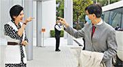港大微生物學系講座教授袁國勇(右)於鳳凰衛視節目《問答神州》表示,50多個國家出現新型冠狀病毒疫情已是「全球大爆發」,呼籲各國做足防疫措施。(鳳凰衛視提供)