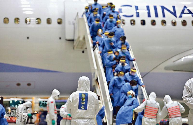 本月10日,第二批361名滯留湖北的台灣人搭乘東航及華航包機,深夜抵達桃園國際機場。目前這批返鄉台人已解除14天集中隔離,返回家中。(中央社)