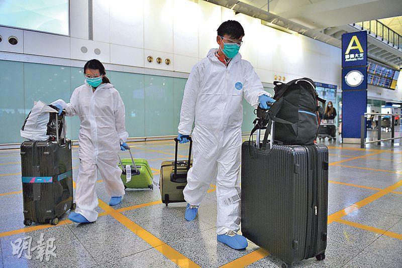 本港近日出現返港避疫潮,當中返港的留學生中,確診人數持續上升,前日及昨日分別有20及27人確診,即共47名留學生,當中15人無病徵。圖為日前機場入境客。(資料圖片)