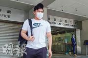 獲撤控罪的林子龍在庭外表示,因罪行較輕,壓力相對小,只是第一次被控感徬徨。(袁永霖攝)
