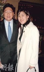 馬時亨(左)長女馬露明(右)任董事的「全仁健康產品」昨日回應稱明白社會上對該測試劑之憂慮,將繼續緊密與經銷商可託醫療跟進。(資料圖片)