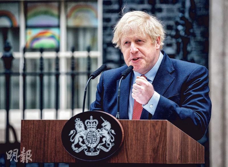 曾感染新型冠狀病毒的英國首相約翰遜痊癒和休養後周一復工,並在首相府外致辭。(法新社)