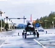 吉林舒蘭近日出現本土疫情受關注,國家衛健委12日表示已向當地派出工作組。圖為11日當地農機電老闆自願出動3台農用噴藥車,消毒市區街道。(網上圖片)