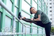 住院29天,空手道港將曾綺婷出院後第一件事是穿起跑鞋、出一身汗,「望住個天跑一個步,感覺重生一樣。」(林靄怡攝)