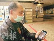 70歲的袁柏良(圖)因不能入病房探望癱瘓在牀的妻子,自2月起已拜託醫護定期拍下妻子近照,他感嘆妻子病情每况愈下,背部壓瘡亦見惡化,非常擔心妻子身體情况。(資料圖片)