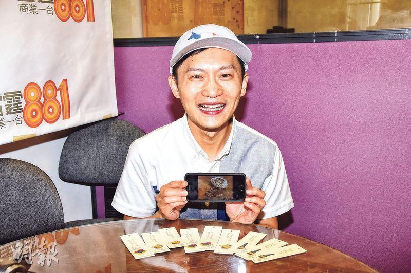 林一峰新碟附送書籤及香薰石,限量500套。(攝影:鍾偉茵)