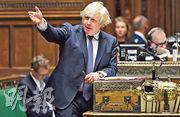 英國首相約翰遜昨在國會宣布,因應港區國安法立法,英國將一如所言,會向BNO持有人及其受養人提供入籍路徑。(法新社)