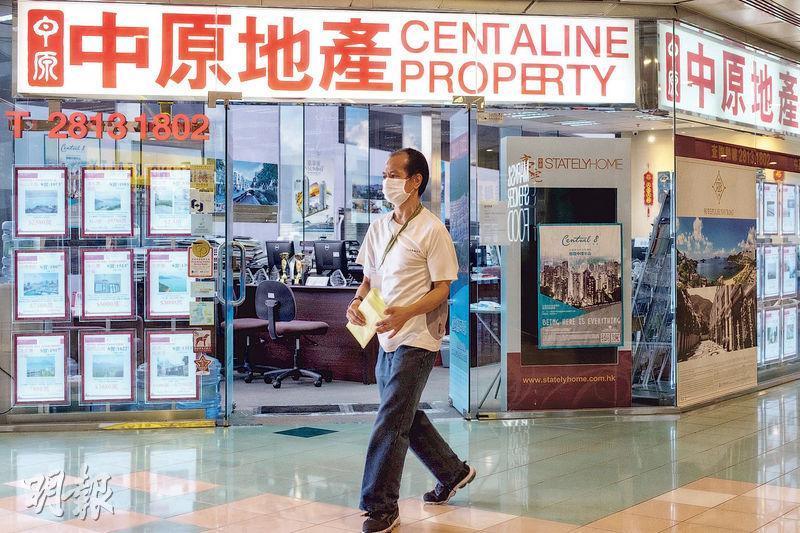 政府公布第三批「保就業」計劃的僱主名單,中原地產獲最多補貼,亦是首次有公司獲逾1億元。中原地產承諾補貼期內維持約5600名員工。(林靄怡攝)