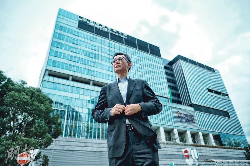 本港第13間私家醫院、位於東鐵大學站旁的香港中文大學醫院已於5月底取了「入伙紙」。中大醫院行政總裁馮康接受本報訪問時表示目標今年秋季遷入醫院,料年底取得衛生署牌照後於明年1月初試業。(馮凱鍵攝)