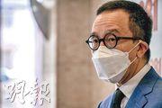 港大醫學院長梁卓偉估計,社區現時有最少五六十個隱形個案,是本港自疫情以來首次有「持續本土爆發」,東九龍及沙田為高風險地區,建議為東九龍所有老人院檢測病毒。(林靄怡攝)