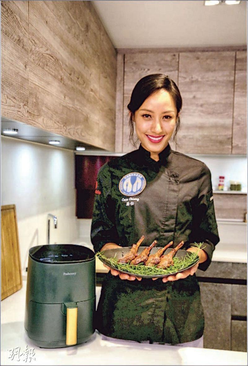 蔣怡在新書示範煮照燒羊扒,輕鬆幫讀者變大廚。