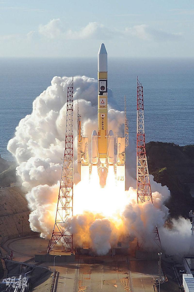 阿聯酋的「希望」號火星探測器由日本「H-2A」火箭搭載,昨晨從鹿兒島種子島宇宙中心升空。(法新社)