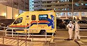 沙田乙明邨有確診者與3名家人在公屋單位等了兩天,結果家人入檢疫中心後,確診者因氣促,在區議員協助下召白車送院。(區議員丘文俊提供)