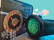北斗導航系統昨日開通,但在內地已有大量App。2017年初上市的華為手機已內置有北斗晶片,通過App可以顯示衛星信號接收情况。圖右為單兵軍用北斗手錶,擁有衛星授時、定位、氣壓與海拔等諸多作戰相關功能。(明報記者攝)