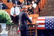 美國前總統奧巴馬周四致辭悼念已故黑人民權領袖劉易斯,並不點名狠批總統特朗普政府的民權政策。(路透社)