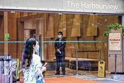 一名54歲女子於7月27日從台灣來港,家居檢疫期間曾試圖離港,在機場被截停並送返檢疫中心,8月2日病毒測試結果呈陽性。她曾於7月28至31日入住灣仔灣景國際酒店。(賴俊傑攝)