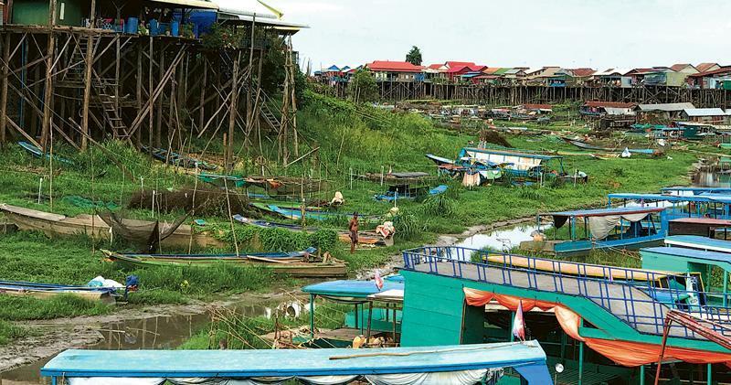 柬埔寨洞里薩湖是東南亞最大淡水湖,是湄公河水量變化的一大指標。洞里薩湖附近支流今年7月乾涸,令漁民失生計。(路透社)