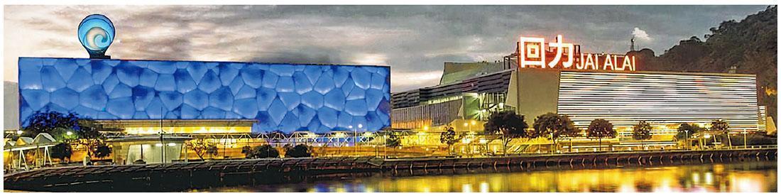 為進一步節流,澳博海立方回力娛樂場(左)旁的「回力時尚坊」商場(右)暫停營業。(網上圖片)