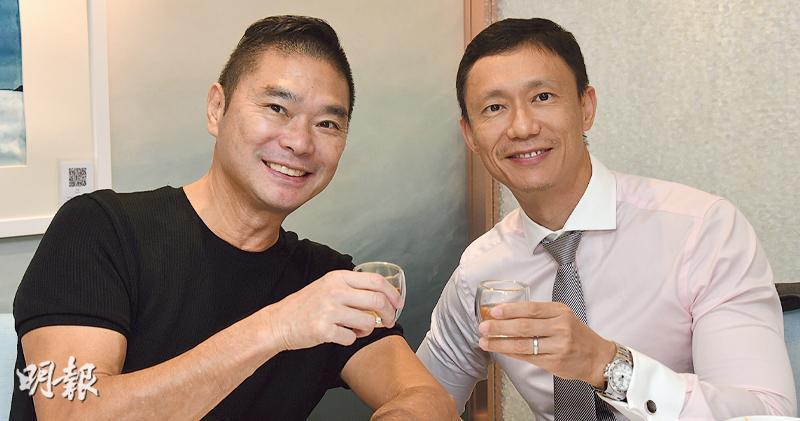 鄧達智(左)經歷多次大病,今次新冠肺炎疫情他又確診,病癒後他覺得是時候放慢步伐,事實上他每星期都會抽空跟陳梓欣(右)過二人世界。(攝影:劉永銳)