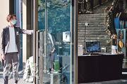 有酒店工會稱有免檢疫的內地人員將入住沙田帝逸酒店(圖),該酒店沒否認,並稱有關檢測人員於抵港前已做病毒測試及強制隔離觀察。昨午有酒店職員向本報記者表示,有關人員訂了約10間客房,但未入住。(賴俊傑攝)