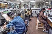 日本正邀請印度和澳洲共組新供應鏈合作聯盟。圖為印度孟買一處鑽石珠寶製造廠。(路透社)